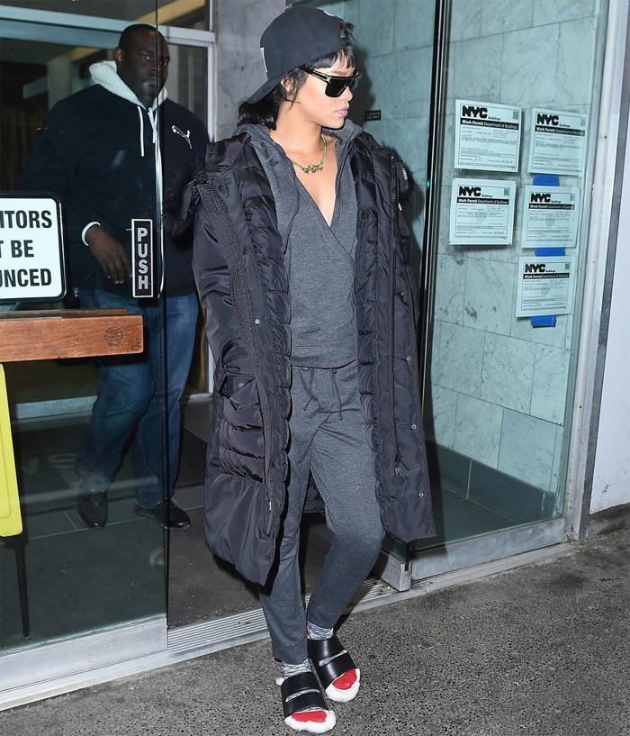 Rihanna vai de pijama e chinelos ao dentista