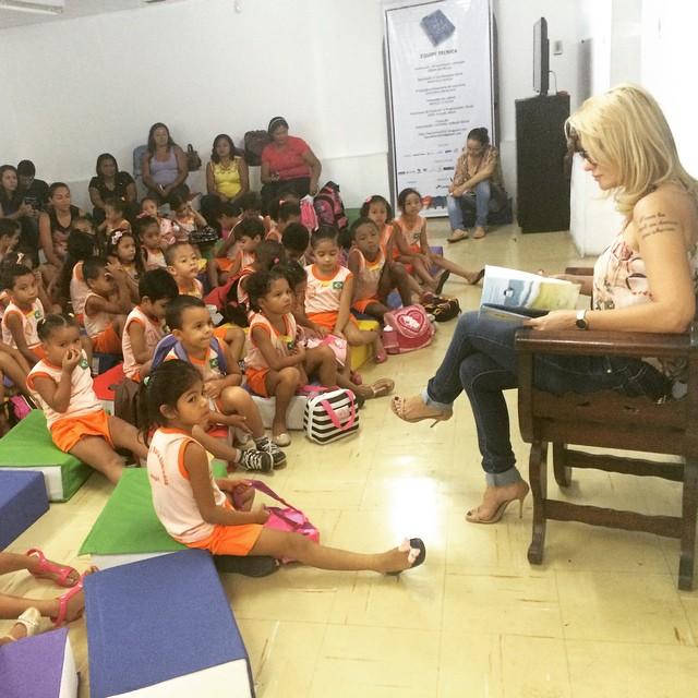 Antônia Fontenelle lê histórias infantis para crianças de Teresina em projeto voluntário