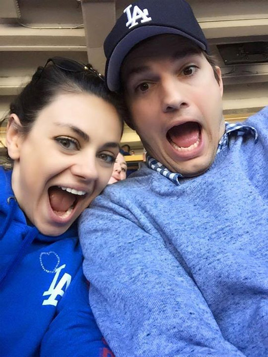 Ashton Kutcher e Mila Kunis mostram lado descontraído em selfie