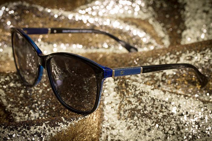 Sabrina Sato usa modelo de óculos único no país para ir a lançamento de coleção