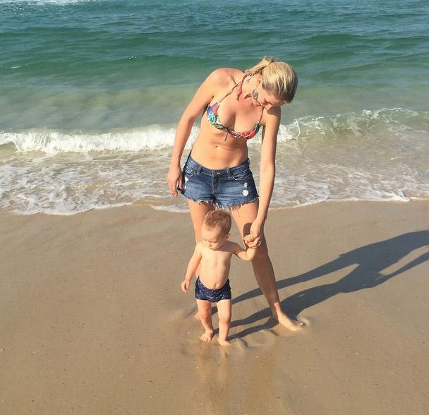 Ana Hickmann continua a mostrar o Rio para o filho antes de mais um dia de trabalho