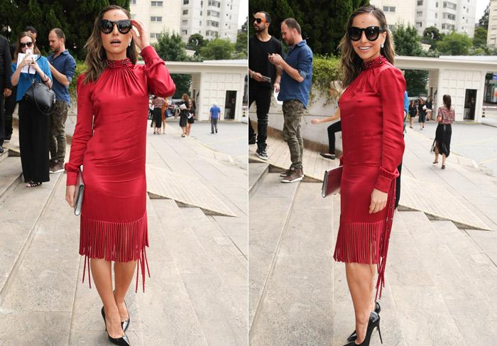Sabrina Sato chega poderosa com vestido vermelho para desfile da São Paulo Fashion Week