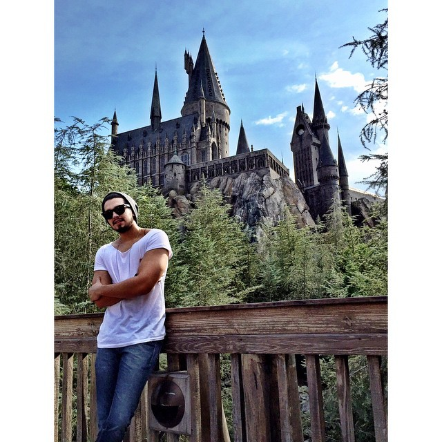Luan Santana visita parque de Harry Potter em Orlando