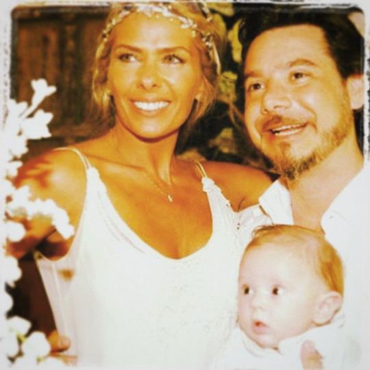Adriane Galisteu, aniversariante do dia, ganha os parabéns do maridão