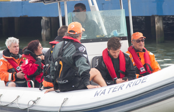 Klebber Toledo veleja com profissionais em Itajaí