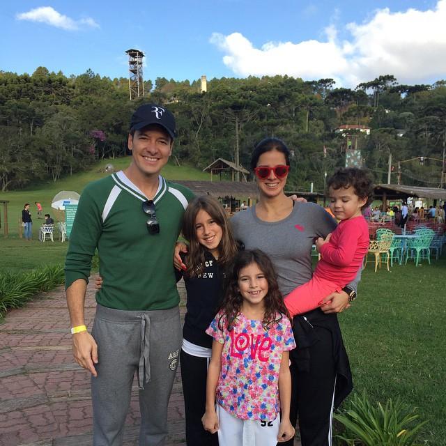 Rodrigo Faro curte tarde com a família em Campos do Jordão