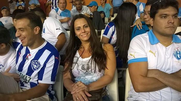 Em Belém, Viviane Araújo vai ao estádio torcer por Radamés
