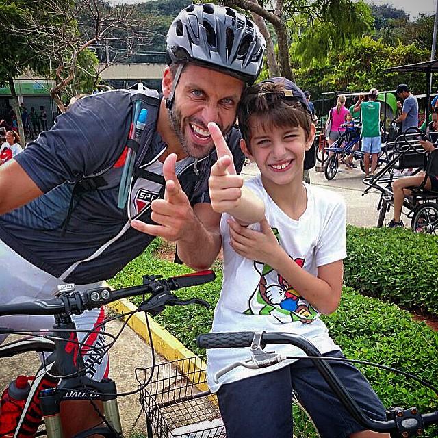 Katie Holmes celebra os 9 anos da filha Suri