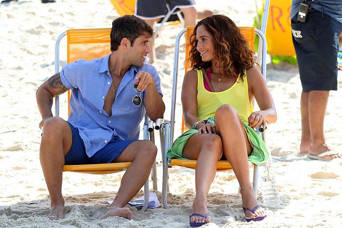 Bruno Gagliasso e Camila Pitanga gravam Babilônia juntos na Praia do Leme
