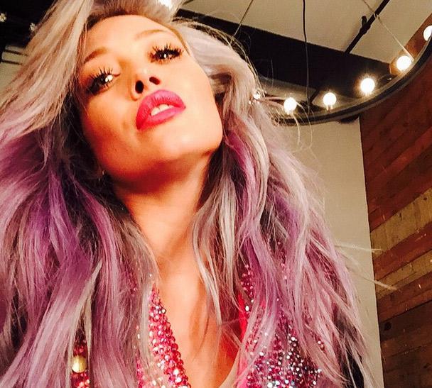 Hilary Duff deixa fãs completamente enlouquecidos com mais uma mudança de visual