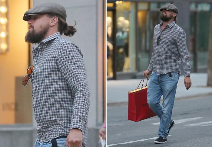 Leonardo DiCaprio faz compras com boina 'enterrada' na cabeça