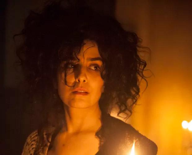 Toda descabelada, Letícia Sabatella aparece desesperada em cena de Amorteamo