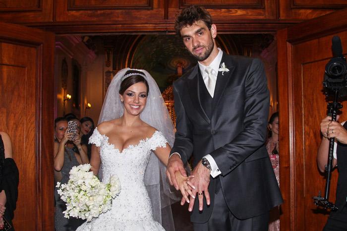 Lucão, do Vôlei, se casa com a presença de vários famosos em São Paulo