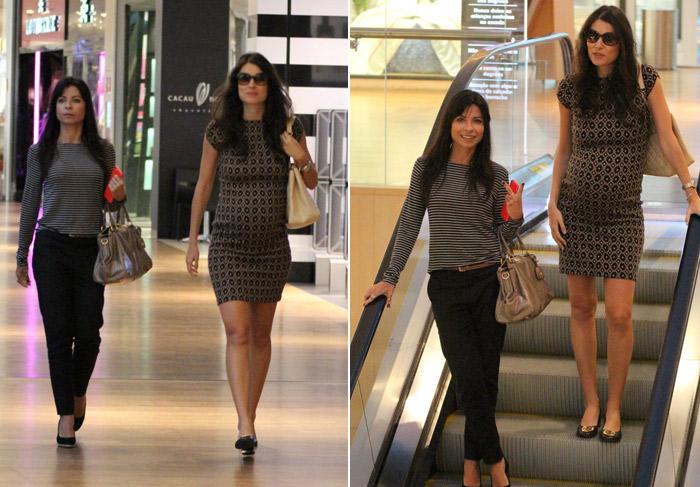 Descontraída, Anna Lima acena para paparazzo em shopping carioca