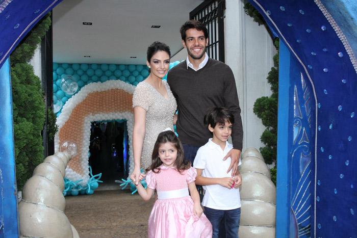 Kaká e Carol Celico esbanjam alegria para comemorar aniversário da filha caçula