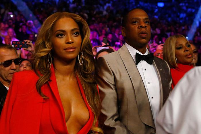 Decotadíssima, Beyoncé prestigia luta de boxe ao lado de Jay-Z
