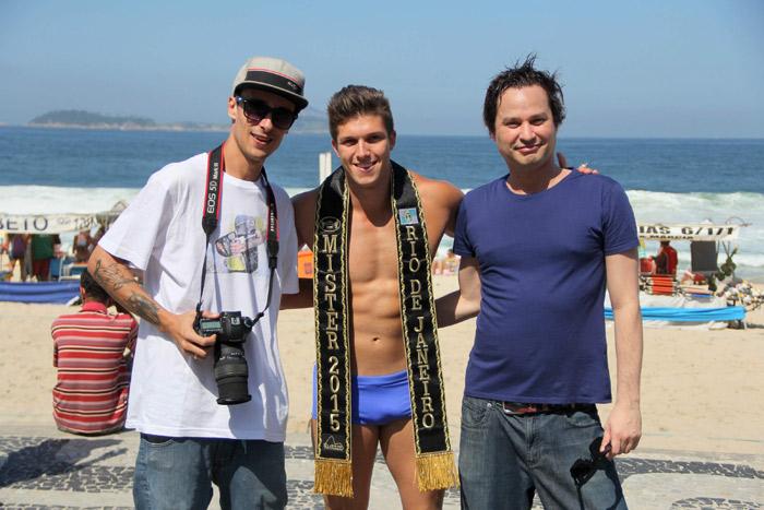 Mister Universo Rio de Janeiro deixa corpão à mostra para gravação no Rio
