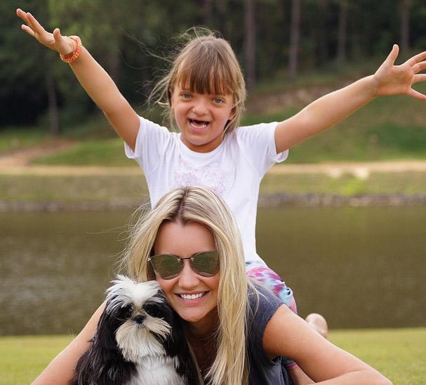 Rafaella Justus se diverte na lua de mel do pai com Ana Paula Siebert