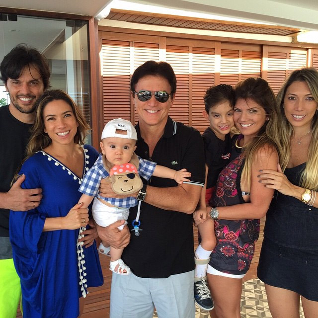 Patrícia Abravanel mostra o filho Pedro com a família do pai