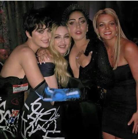 Clube das Divas! Para surpresa dos fãs, Madonna, Lady Gaga e Katy Perry se abraçam em foto