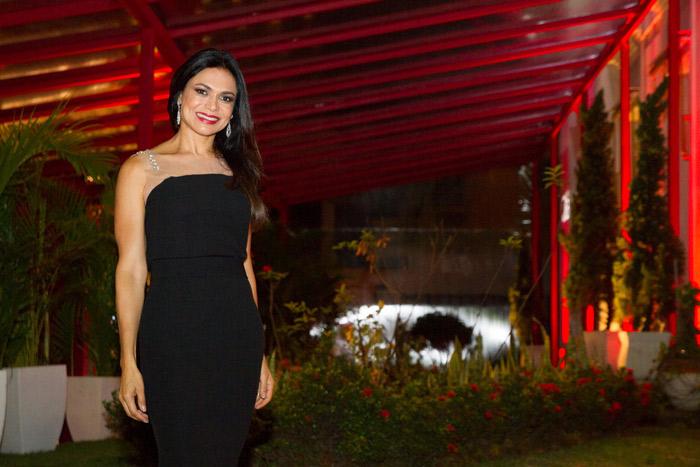Rosana Jatobá ostenta elegância e beleza em evento da Iberia