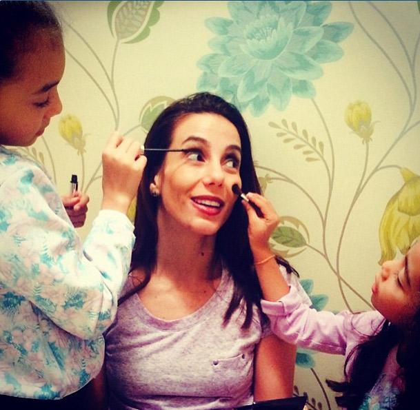 Tânia Khalill tem dia de beleza com as filhas antes do Dia das Mães