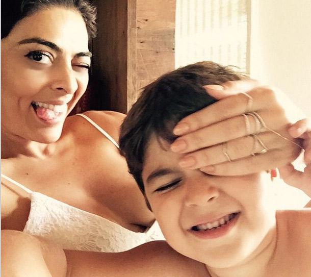 Juliana Paes se diverte com o filho em selfie