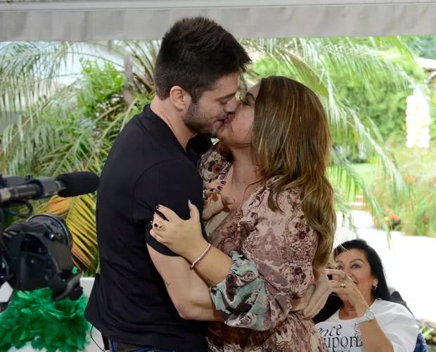 No dia do casório, Rodrigo Godoy fala de ansiedade e se declara para Preta Gil