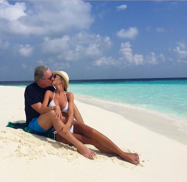 Ana Paula Siebert e Roberto Justus aproveitam clima de verão nas Ilhas Maldivas