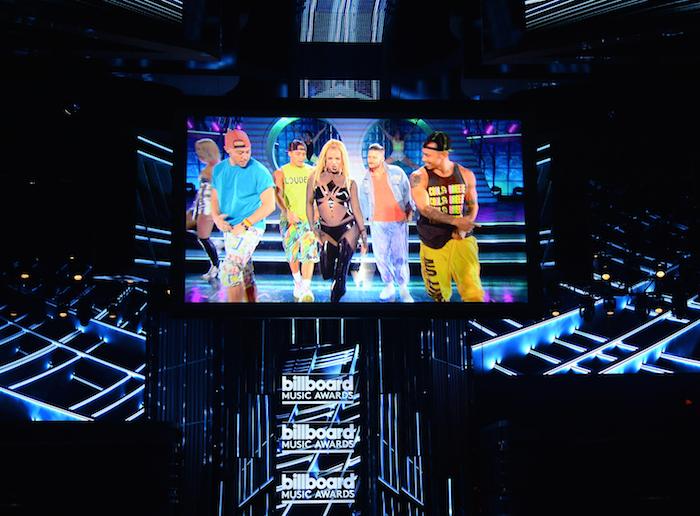 Depois de chegar com vestido fechado, Britney Spears usa ...