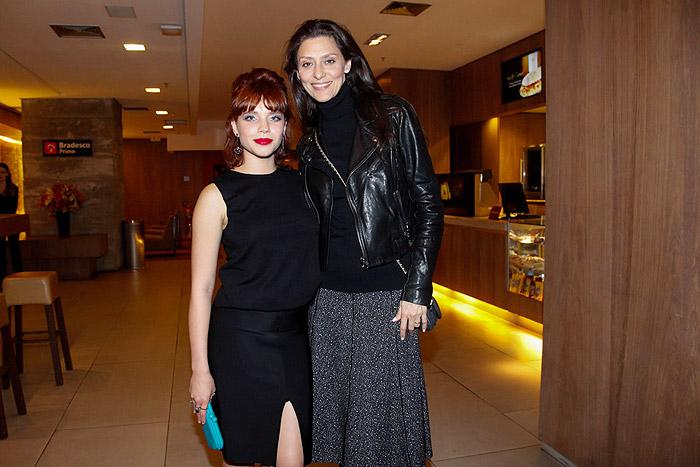 Maria Fernanda Cândido e Bruna Linzmeyer comparecem à pré-estreia em SP