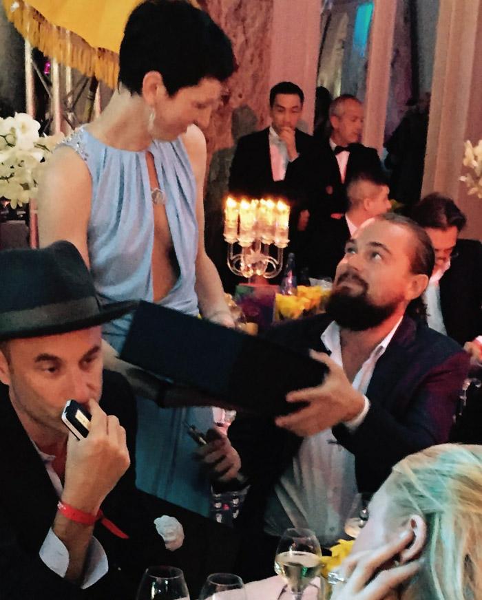 Leonardo DiCaprio arremata bolsa da Chanel em leilão