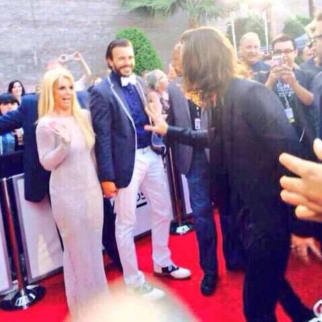 Travou? Britney Spears fica imóvel ao ver Harry Styles