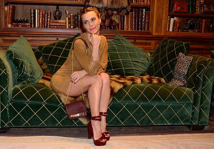 Linda e simpatica, Carol Dieckmann prestigia evento de moda