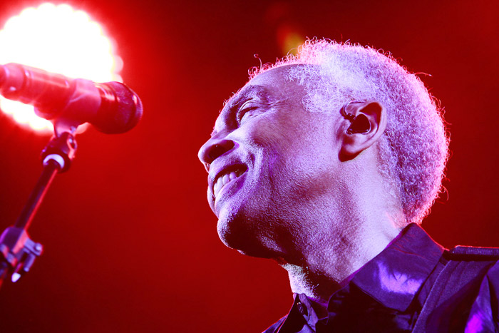 Gilberto Gil solta a voz para homenagear Elis Regina
