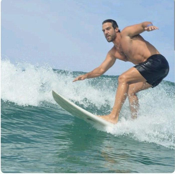 Aos 41 anos, Carlos Bonow surfa para manter a boa forma