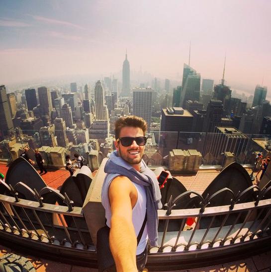 Rafael Licks tira onda em Nova York