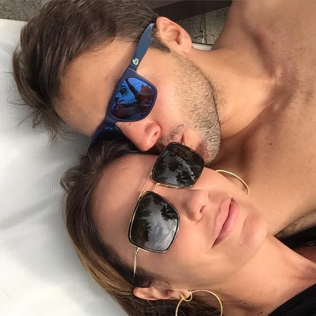 Ivete Sangalo posa para selfie com o maridão: 'Amando!'