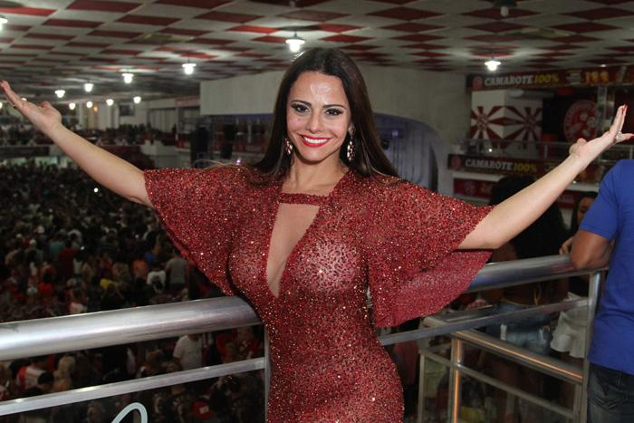 Já começou! Viviane Araújo arrasa em ensaio do Salgueiro