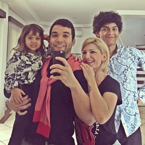 Antônia Fontenelle posta foto de domingo em família