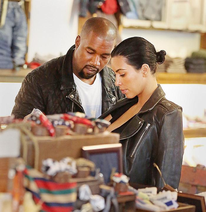 Grávida, Kim Kardashian usa roupa decotada em Nova York