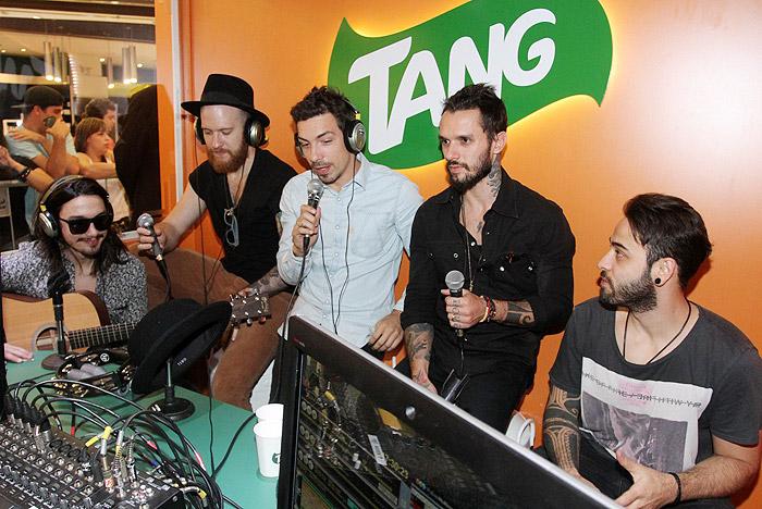 NX Zero aproveita rádio paulista para lançar single