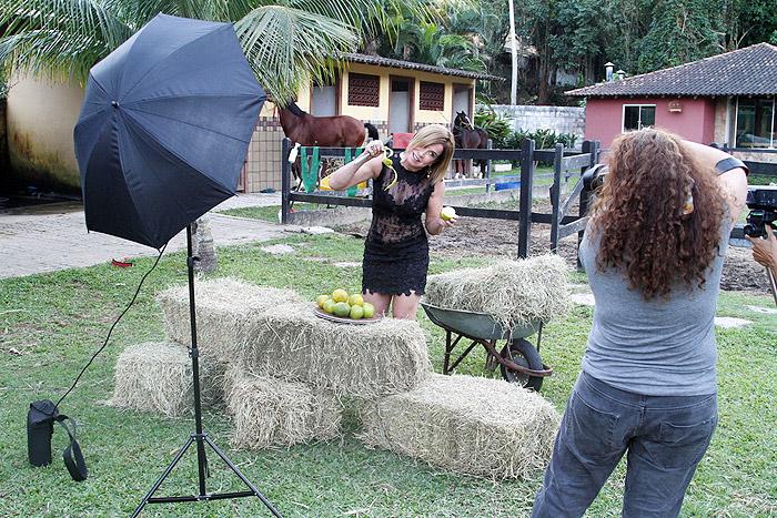 Zilu encara a vida na fazenda em ensaio para o seu programa