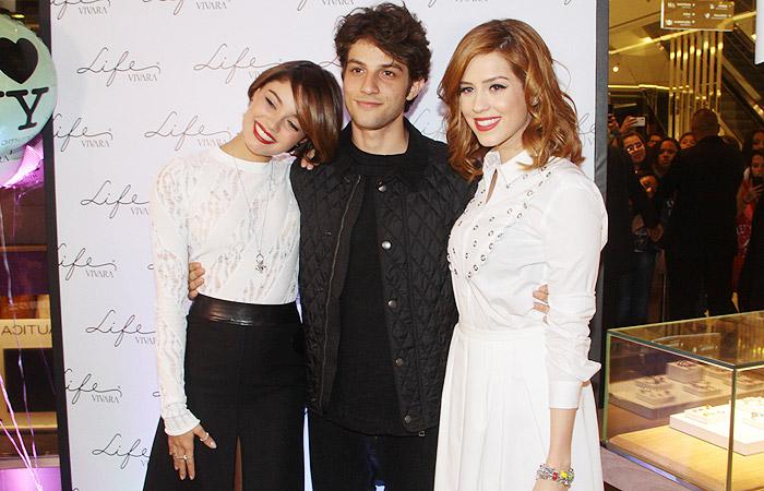 Sophia Abrahão, Sophie Charlotte e Chay Suede juntos em evento