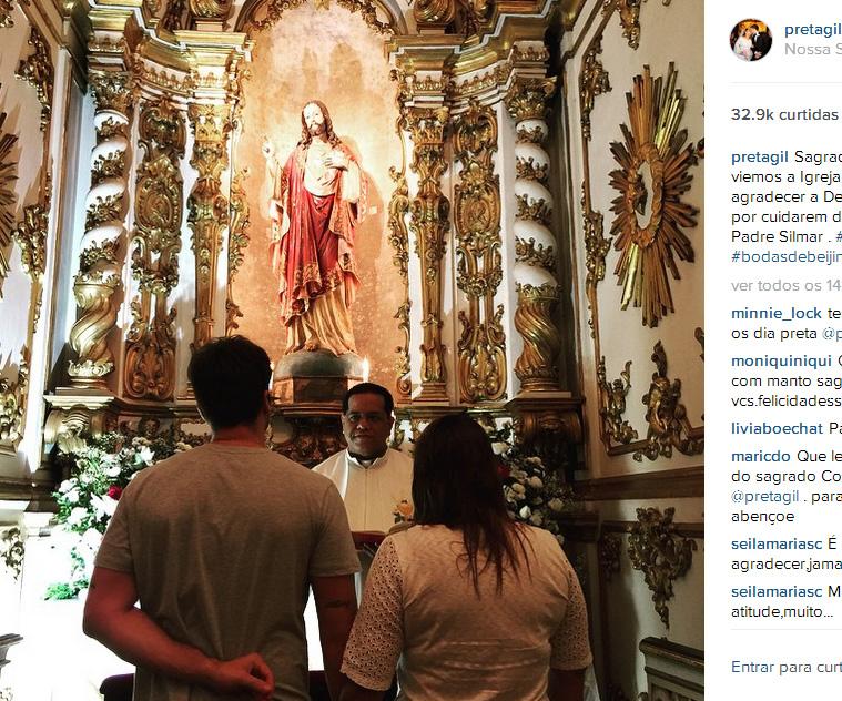 Após um mês, Preta Gil volta à igreja em que casou