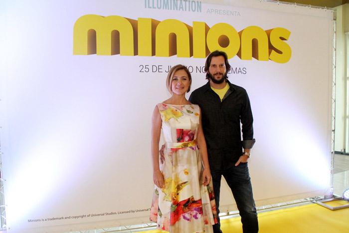 Adriana Esteves e Vladimir Brichta vão ao cinema juntos