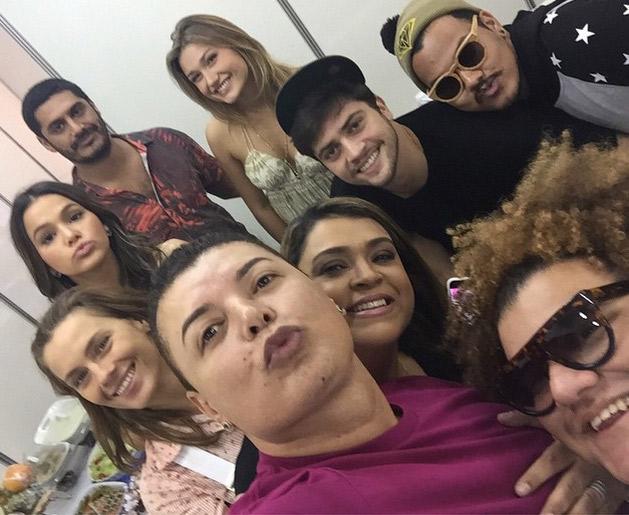 Bruna Marquezine e mais famosos assistem Ivete Sangalo