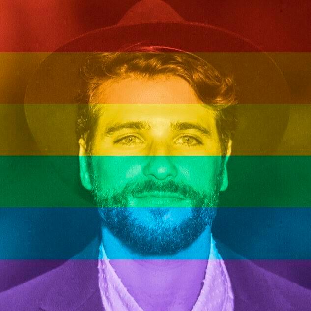 Famosos colorem seu Facebook em apoio ao casamento gay