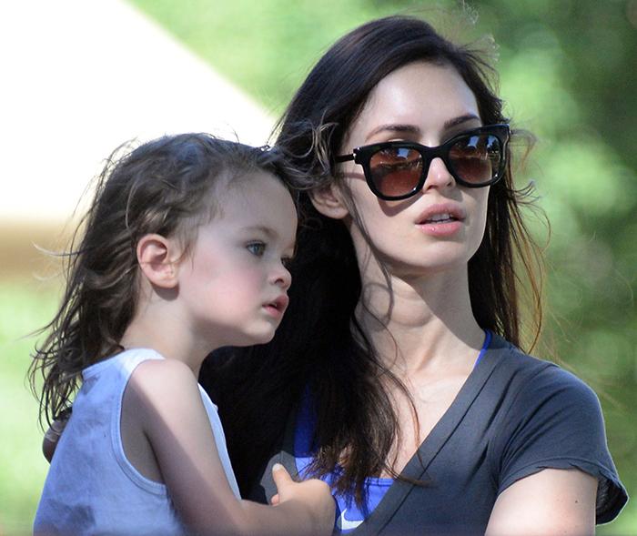 Megan Fox passeia com o primogênito, Noah
