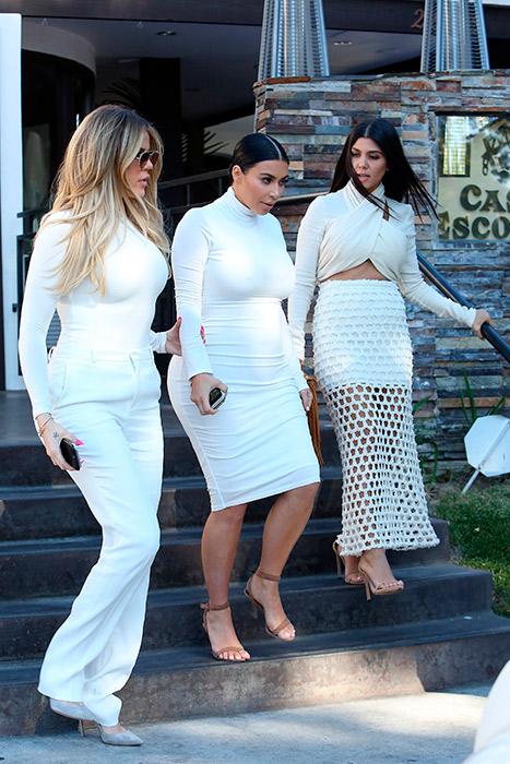 Barriguinha de grávida da Kim Kardashian começa a aparecer